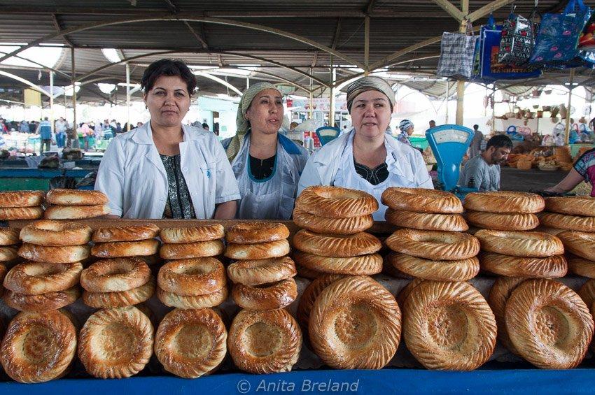 Bread vendors at Tashkent's Chorsu Bazaar