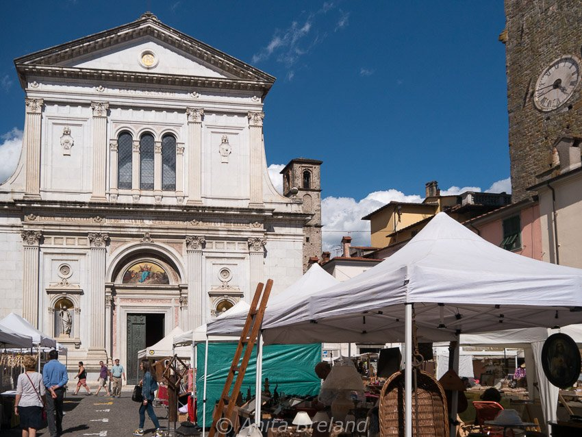 Summer street fair in Pontremoli, Lunigiana