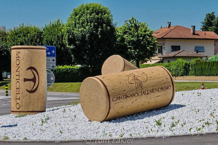 A roundabout near Tenuta Montalbano, in Stabio
