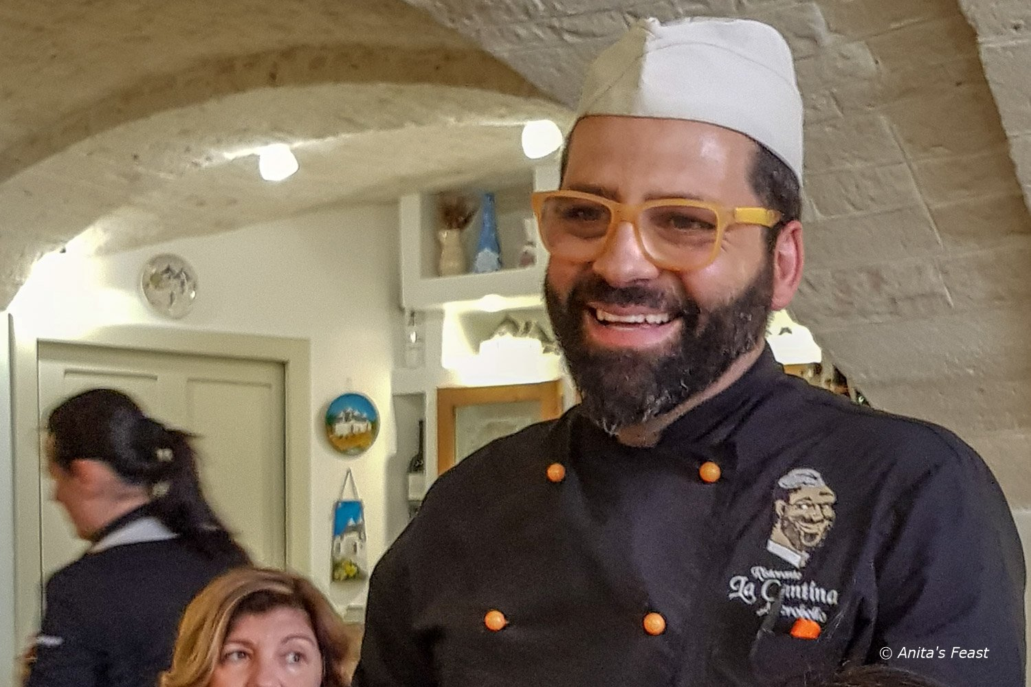 A smiling Francesco Lippolis serves his guests in Ristorante La Cantina