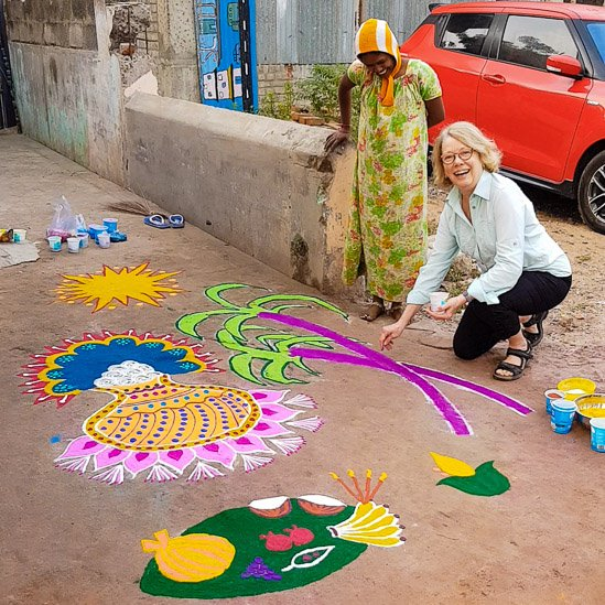 Drawing a kolam