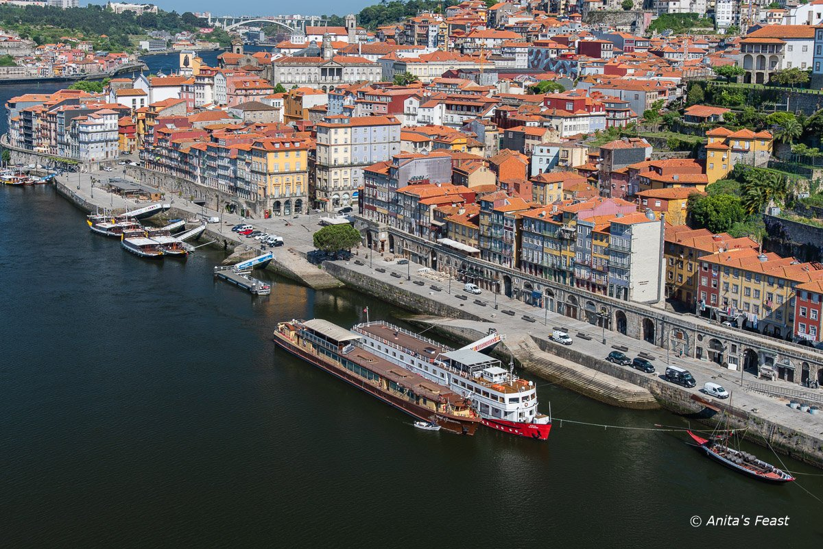 Ribeira Quay in Porto, unnaturally quiet on a summer day